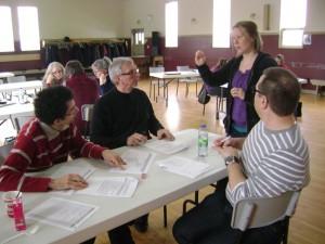 Françoise  Auger  anime  la  rencontre  du  comité  de  concertation  du  Plan  d'intervention  du  bassin versant de la rivière Arnold à Saint- Augustin-de-Woburn (COBARIC, 2015).