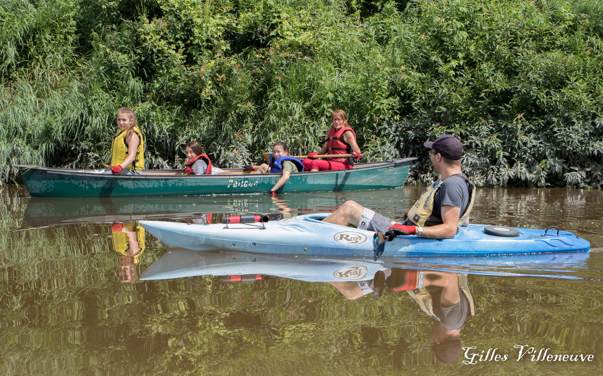 Personnes en canot et en kayak sur la rivière Chaudière, un parcours canotable.